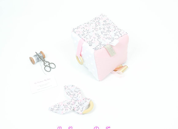 Cube, jeu d'éveil inspiration Montessori minky blanc et Liberty Wiltshire rose