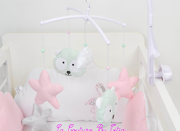 Mobile musical bébé panda vert, étoiles rose et nuage en minky blanc