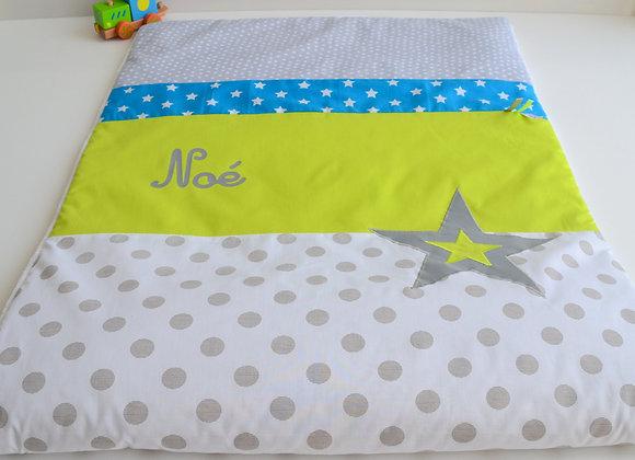 Couverture bébé personnalisable pois gris bleu étoiles et vert anis
