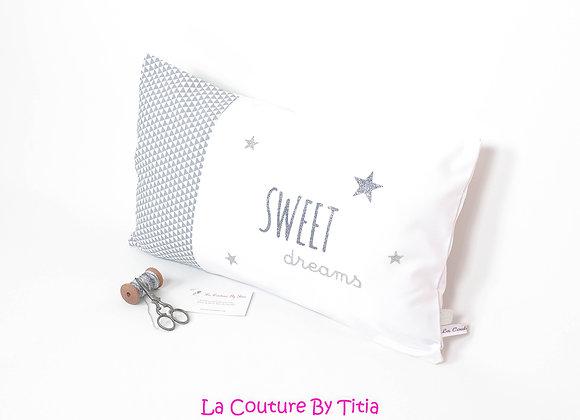 Coussin de décoration chambre bébé gris géométrique, blanc, étoiles gris argent