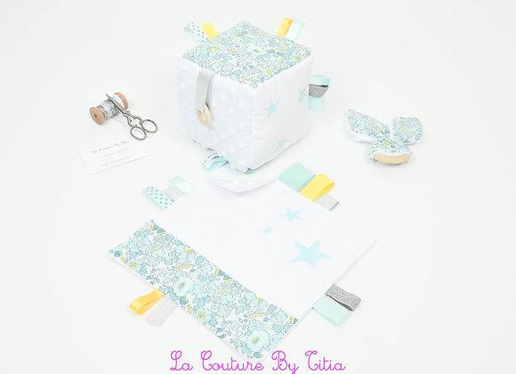 Cube d'éveil inspiration Montessori, hochet et doudou Liberty Betsy lemon