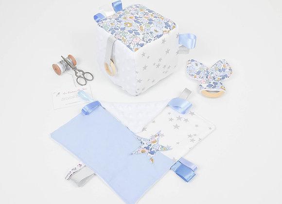 Cube d'éveil inspiration Montessori, hochet et doudou Liberty misti denim