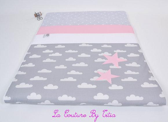 Couverture bébé personnalisable nuage gris, blanc et étoiles rose