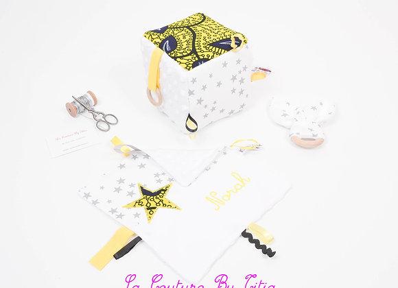 Cube d'éveil inspiration Montessori, hochet et doudou minky blanc WAX jaune