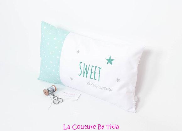 Coussin de décoration de chambre bébé gris, étoiles vert et étoiles argent