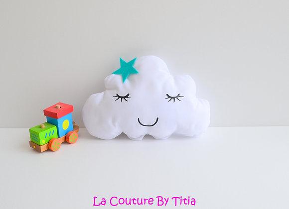 Coussin de décoration chambre bébé en forme de nuage blanc et étoile vert