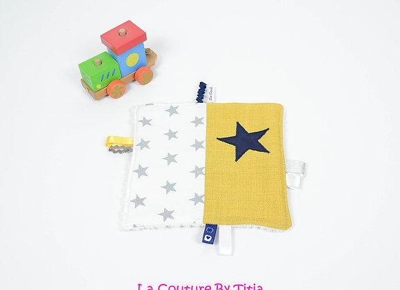 2 Doudou étiquette gris, jaune moutarde et étoiles marine
