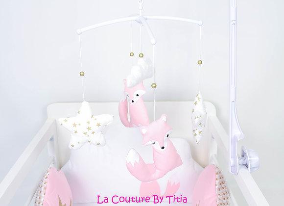 Mobile musical bébé renard rose étoiles or et nuage en minky blanc