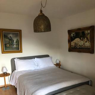 Sienna Bedroom King size bed ensuite