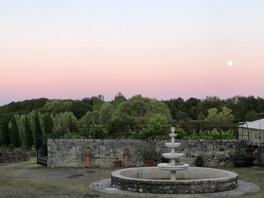 The moon rising over the mable fountain