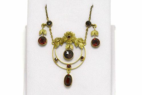 An original Art Nouveau era necklace garnet 18K yellow gold
