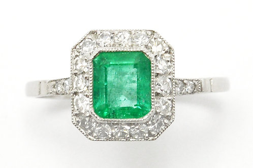 Grass green colombian emerald ring.