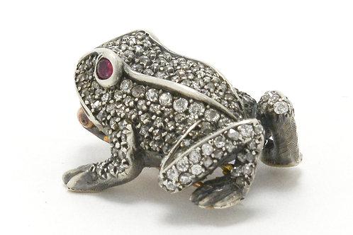 Art Nouveau naturalist style frog pin