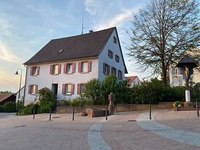 Haus Frontrechts 3.jpg