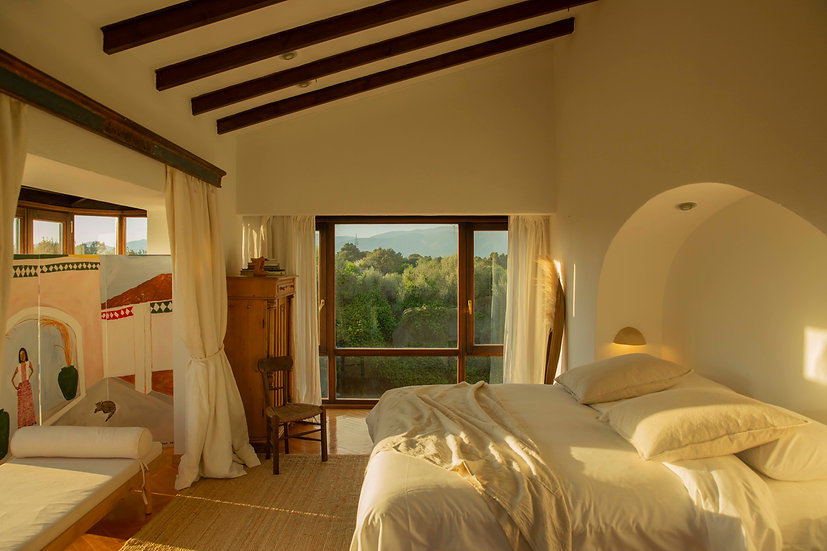 Upstairs Master - From 16th to 18th (€280/night)