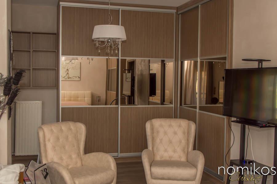 Ντουλάπα συρόμενη με bronze καθρέφτη