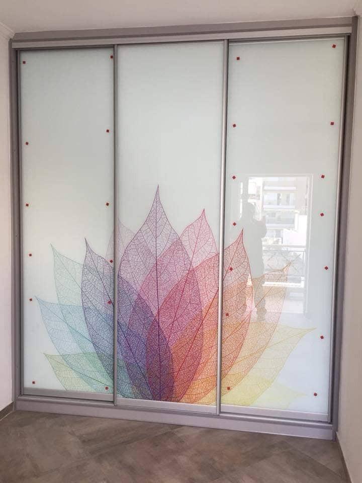 Συρόμενη ντουλάπα με ψηφιακή εκτύπωση στο γυαλί