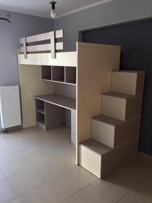 Παιδικό κρεβάτι με γραφείο και αποθηκευτικό χώρο