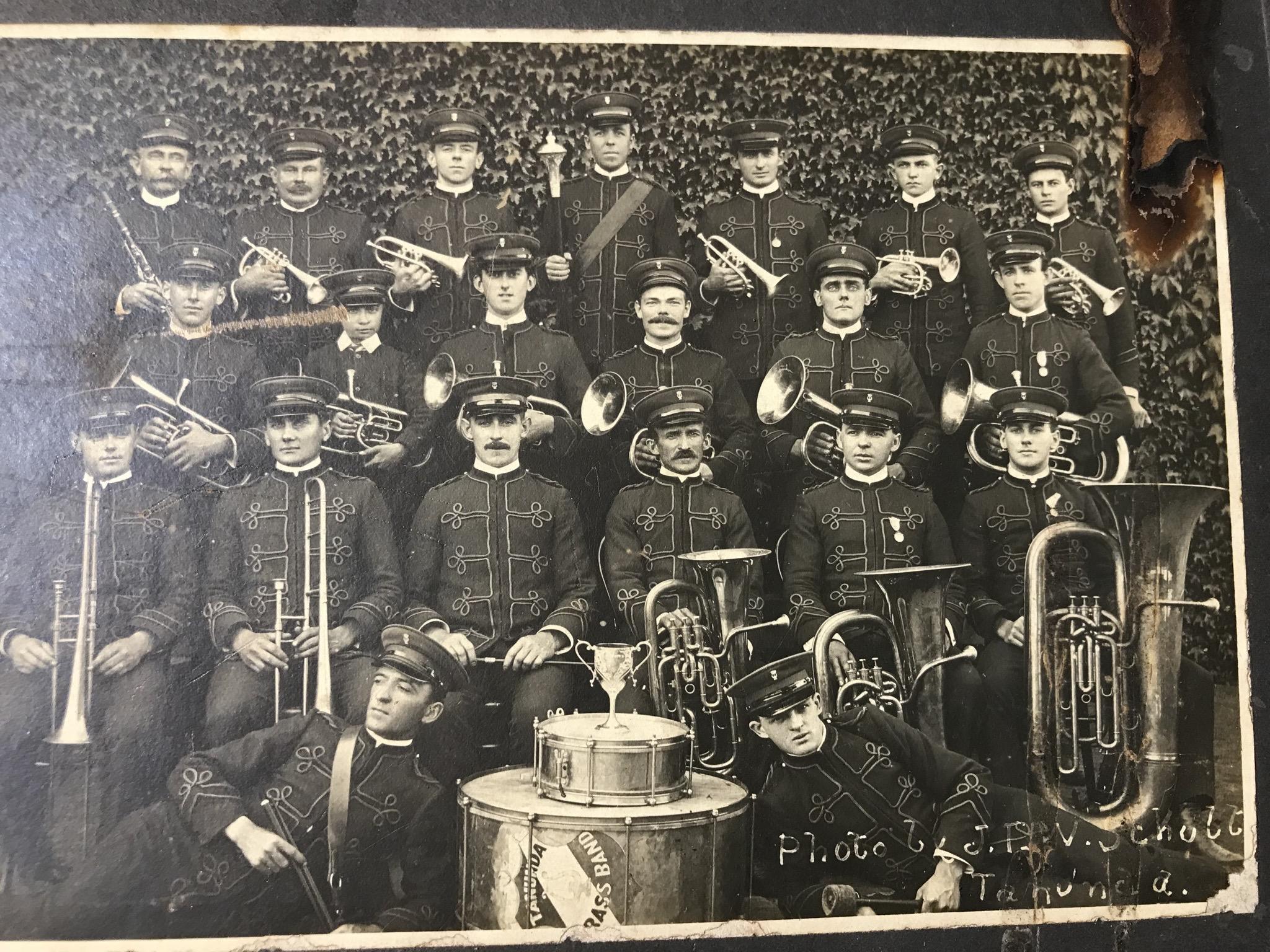 Carl Gustav Heinrich (bottom left)