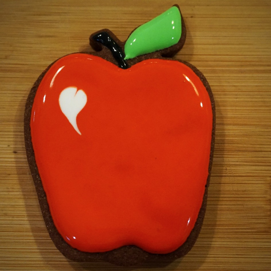 Apple shaped sugar cookie from THREE & ME
