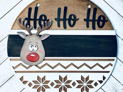PAINTING CHRISTMAS DOOR HANGERS