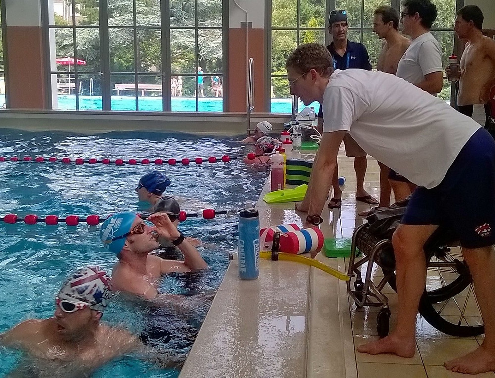 Discussion during GB Paratriathlon swim session