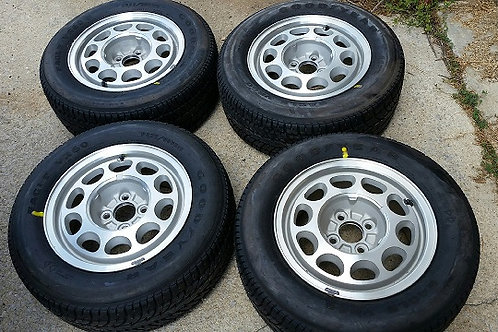 85-90 Mustang NOS 10 hole wheels with caps and NOS Gatorback tires