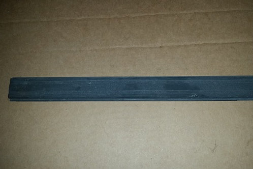 83-93 Mustang luggage rack center bar-used