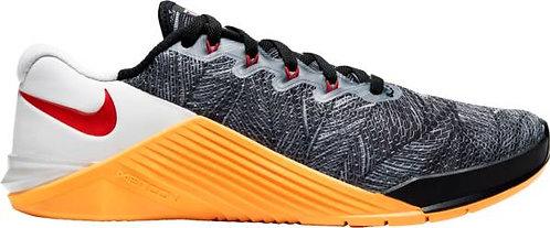 Woman Nike Metcon 5