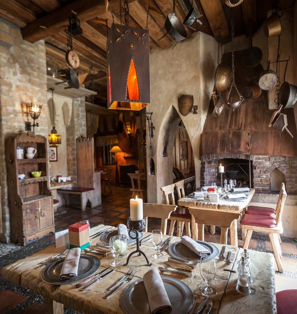 EP16_Castillo_Restaurant_Burgstube_01.jp