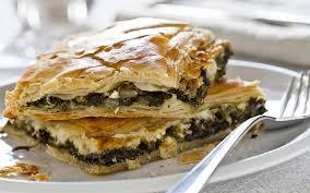 Ενισχύουμε την ψυχική μας υγεία με εποχιακά ελληνικά υλικά: Σπανακόπιτα με κέιλ και μανούρι