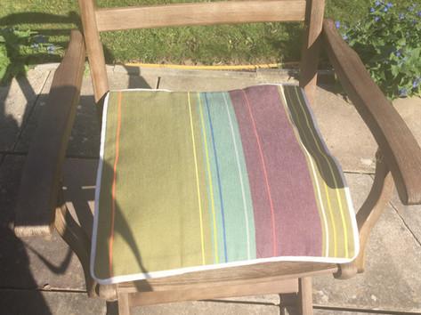 Dordogne medium cushion