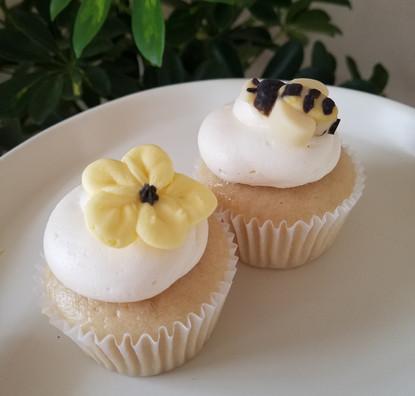 Buttercream Flower & White Chocolate Bee