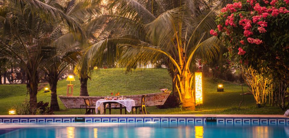 Poolside Dining 1_Hamsa Villas_Goa.jpeg