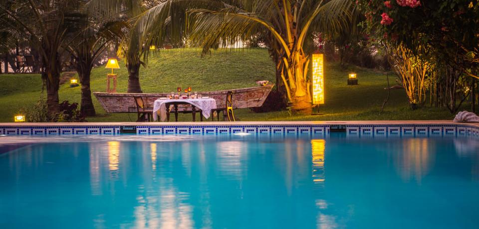Poolside Dining_Hamsa Villas_Goa.jpeg
