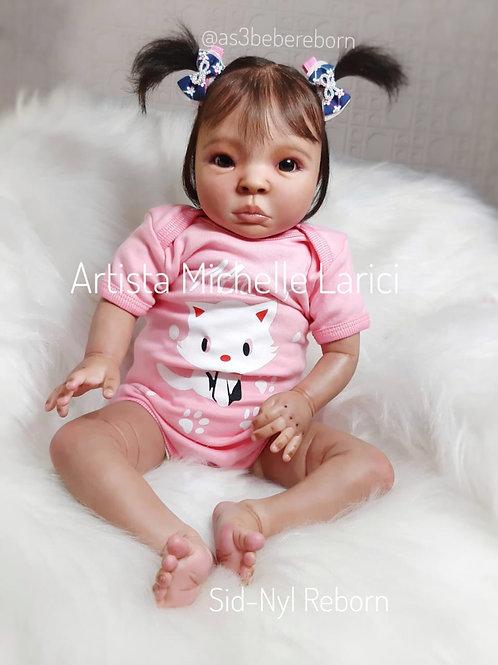 Bebê Reborn Lyra 52cm e 2190gr Corpo Tecido Enxoval Completo