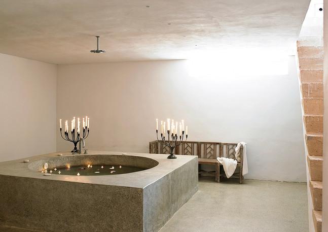 Bauhaus oasis: Whirlpool and Sauna in the basement