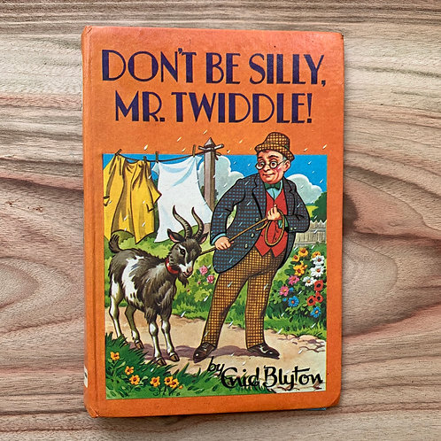 Don't Be Silly, Mr. Twiddle - Folding Book Lamp