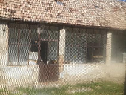 Árverés alatt álló házban él a gerincbeteg asszony, aki gyógyszerei helyett élelemre költi a pénzét