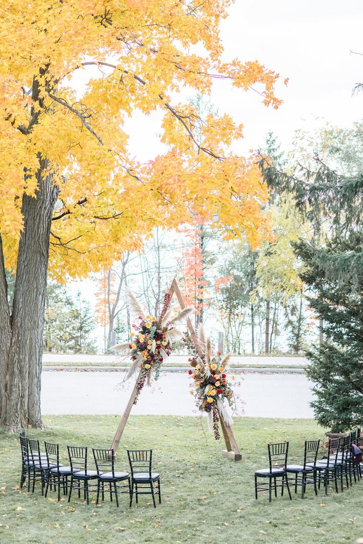 Backyard-Barrie-Ontario-wedding-Amy-Pind