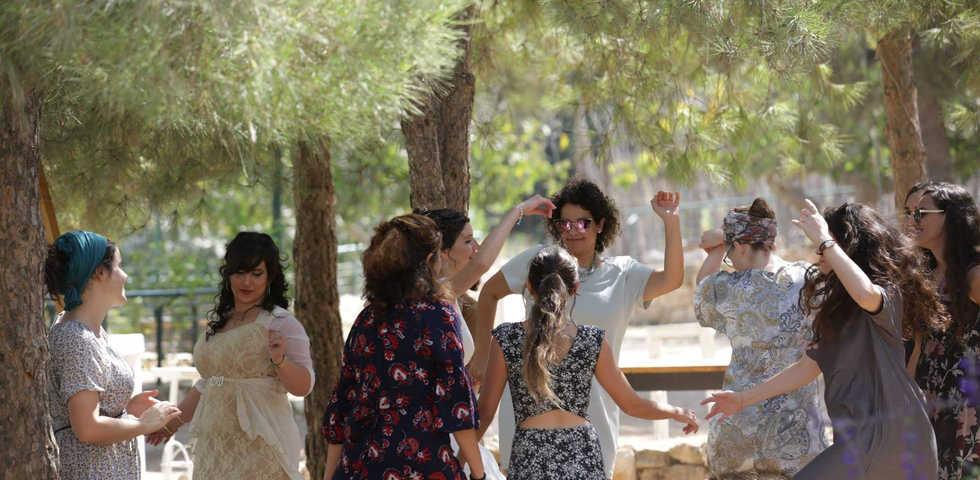 רוקדות עם הכלה גוונא אירועים - Gavna Eve