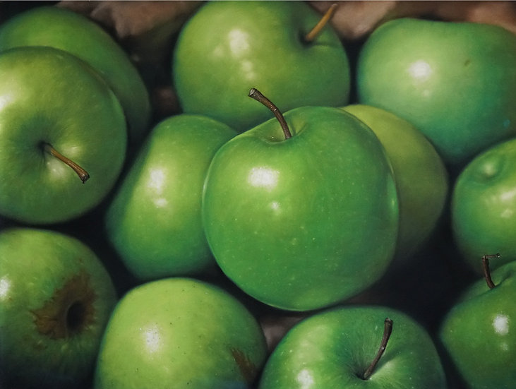TWELVE GREEN APPLES