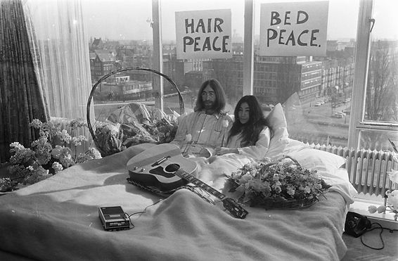 John_Lennon_en_zijn_echtgenote_Yoko_Ono_