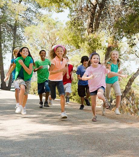 Děti běží