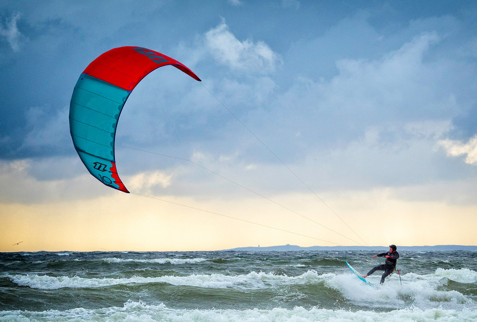 COLOUR - Kite Surfer by Paul Robinson ( 8 marks)