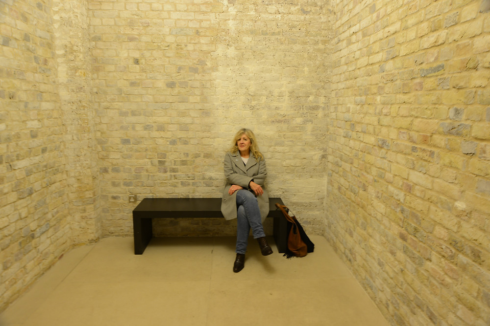 Across from the gents in the Royal Academy is a sort of waiting room. I asked Jeannie to sit in the room ad took some quite nice shots. Like the brickwork, but I like the lady better.