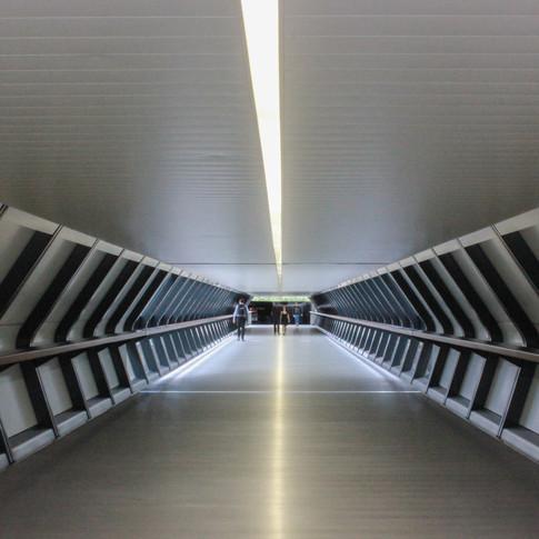 Sci-fi walkway, Canary Wharf