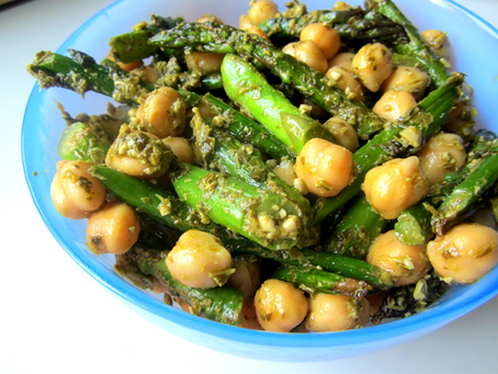 #guthealthseries- Asparagus, chickpea, and spinach salad
