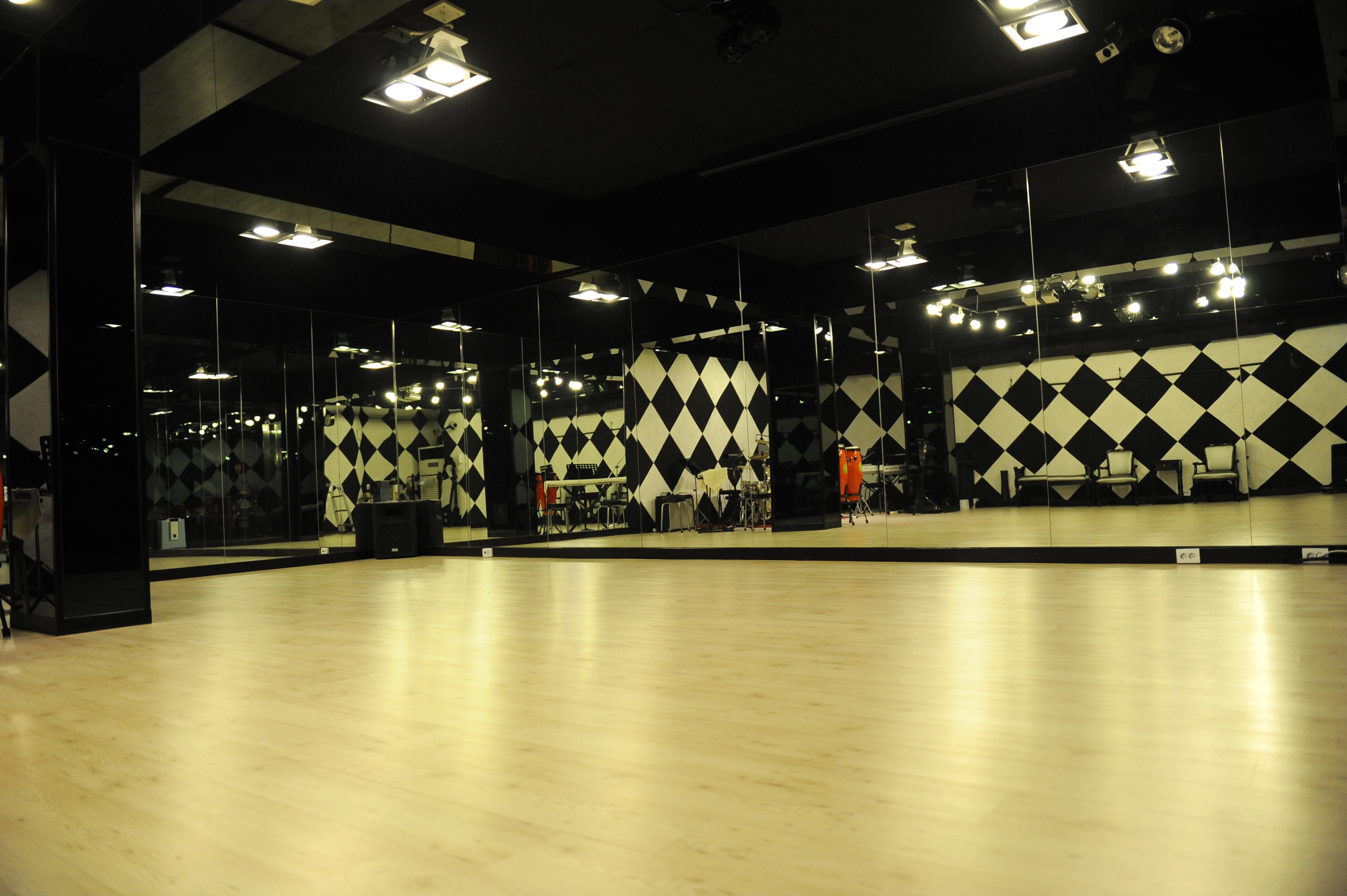 B1층 댄스홀