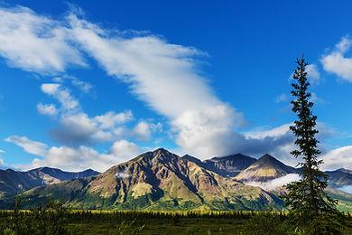 mountains-in-alaska-PD45JBM.jpg